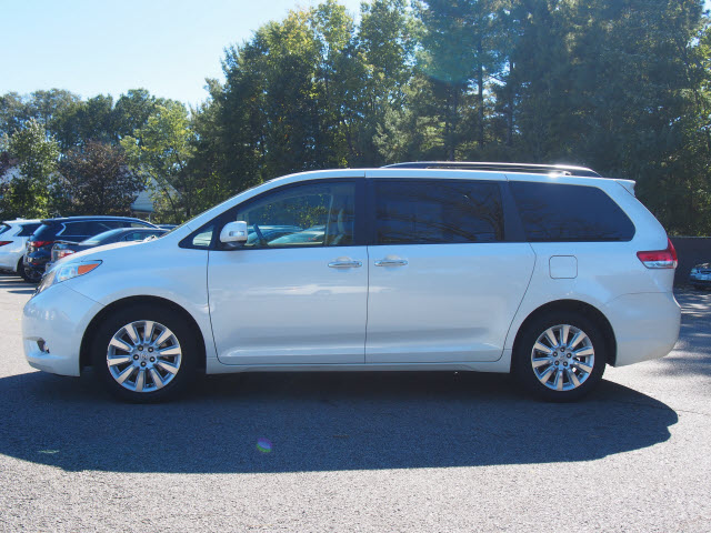 Pre-Owned 2014 Toyota Sienna Limited 7-Passenger